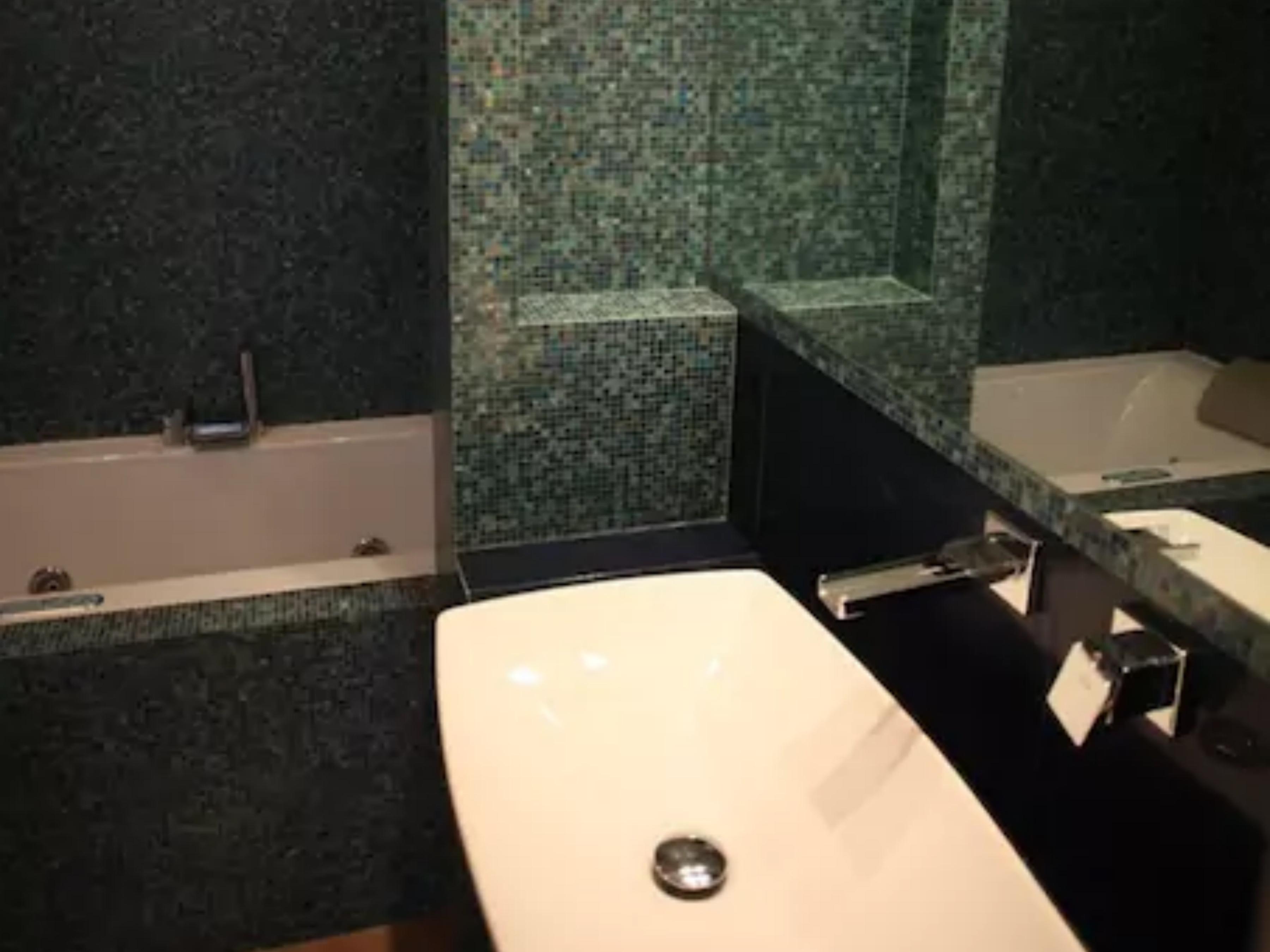 Bagno airbnb prima dell'intervento