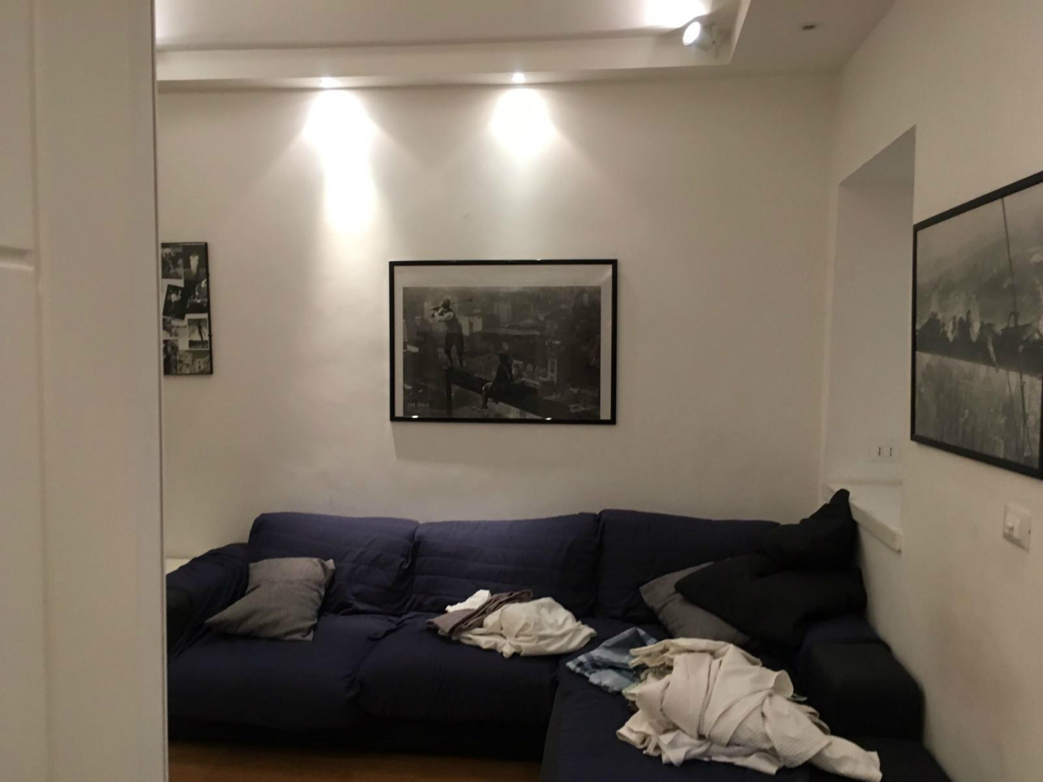 Salotto airbnb prima dell'intervento